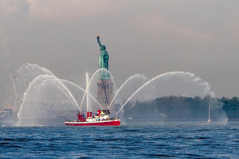 FDNY fireboat Harvey